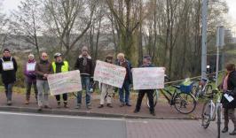 Vélorution: 25 ans de non circulation des cyclistes et des piétons sur le pont de St Cosme!!!
