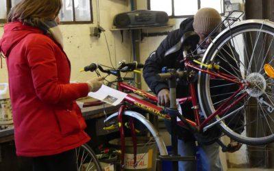 «Réfugiés et lycéens ensemble pour réparer des vélos»